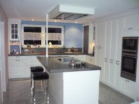 Küchen mit sitzgelegenheit  BOCH Schreinerei & Küchenstudio - Küchen